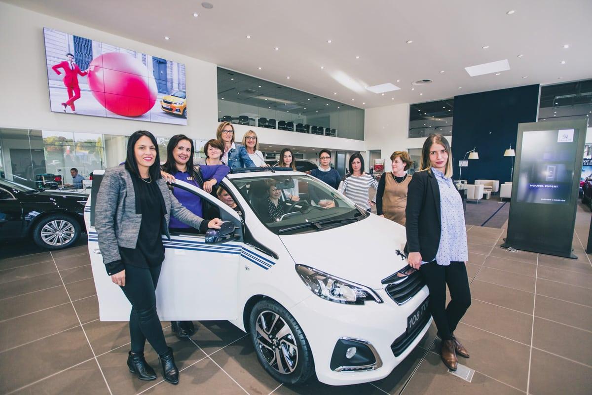 L'équipe féminine de la nouvelle Blue Box Ambition de Peugeot à Saint-Apollinaire.