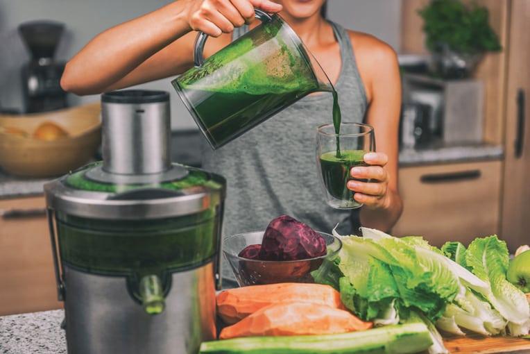Le plein de vitamines et de minéraux avec de délicieux jus de fruits et légumes frais.